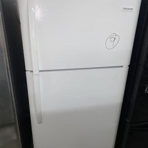 Frigidaire Top Freezer Refrigerator in White for Sale in Fort Lauderdale, FL