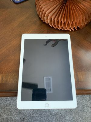 IPad 5th Gen and Rose Gold Bluetooth beats headphones for Sale in Leander, TX
