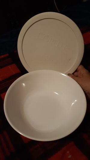 Corelle 1 qt. serving bowl with lid corningware for Sale in ARROWHED FARM, CA