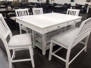 Dining table set for Sale in Moreno Valley, CA