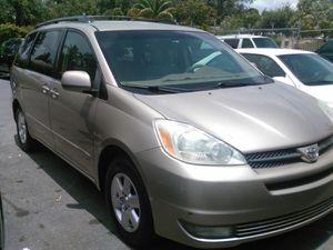 (2004 Honda Odyssey)(CLEAN TITLE) for Sale in Miami, FL