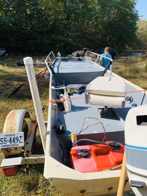 16 foot Jon boat with 15 hp motor for Sale in Surry, VA