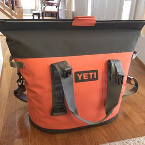 New Large Yeti Cooler Bag for Sale in Frederick, MD