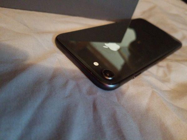 Iphone 8 factory unlocked 64gb any sim card.