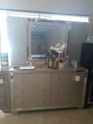 dresser with mirror for Sale in Las Vegas, NV