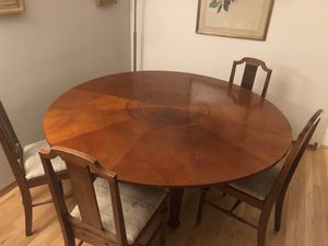 Circular Dining Room or Kitchen Table for Sale in Lombard, IL