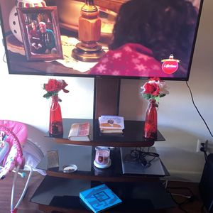 TCL Roku 55 Inch Tv W/ Stand for Sale in Orlando, FL