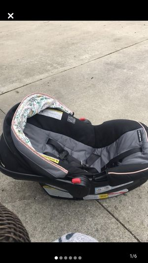 Grace car seat and base for Sale in La Porte, IN