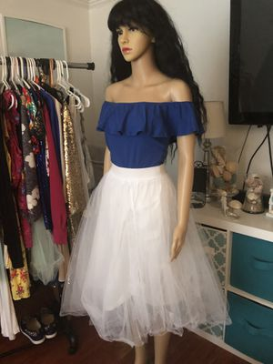Large tulle skirt 12$ for Sale in West Hartford, CT