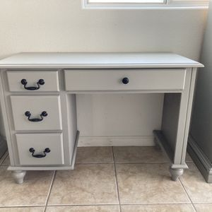 Desk for Sale in North Las Vegas, NV