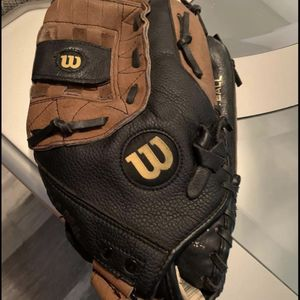 Wilson A360 Softball glove For A Right Handed. for Sale in Las Vegas, NV