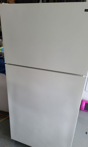 Hotpoint fridge <delivery available> for Sale in Tacoma, WA