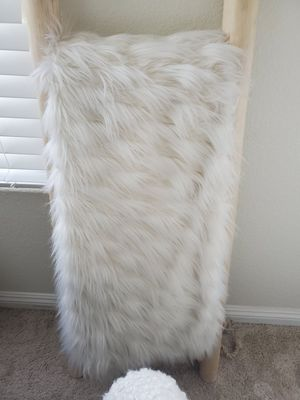 Celebrity Home Faux Fur Blanket for Sale in Las Vegas, NV