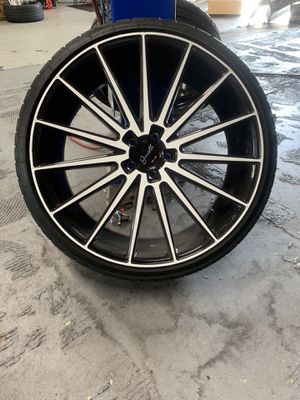 All four 22 Giovanni wheels staggered. Rims n tires 25 hundred. They are all black that's white Vinyl .5 by 108 is the lug pattern for Sale in Wilmington, DE