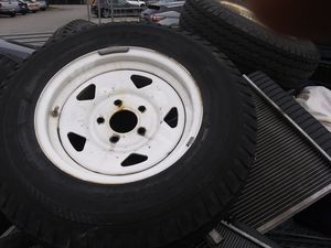 "5 lug 14"" trailer rims and tires for Sale in Austin, TX"