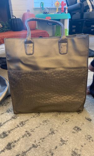 Silver purse for Sale in Henderson, NV