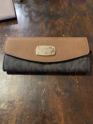 Mickael Kors wallet for Sale in Paramount, CA