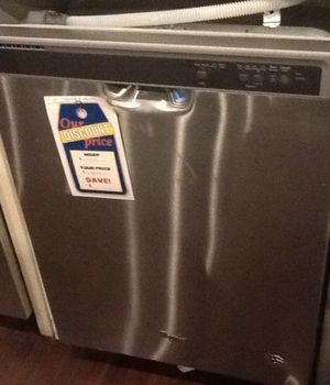 New open box whirlpool dishwasher WDF520PADM for Sale in Downey, CA