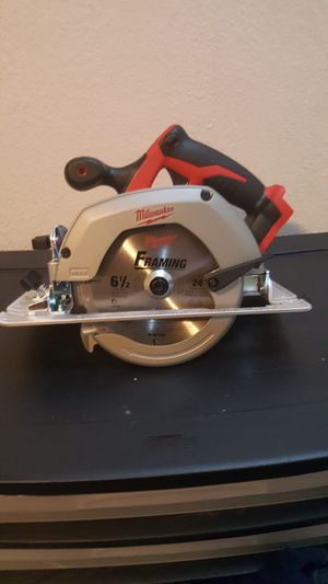 Skill saw Milwaukee 18v DOES NOT INCLUDE BATTERY NEITHER CHARGER for Sale in Dallas, TX