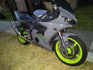 2005 Yamaha YZFR6 clean title in hand tags 2021 for Sale in Garden Grove, CA