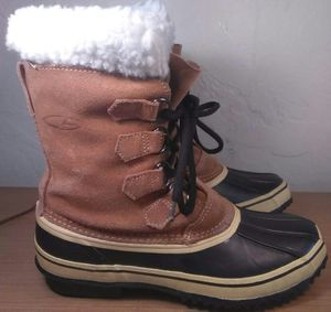 Snow boots women's size 6 for Sale in Aurora, CO