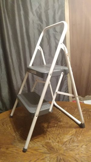 Step ladder (fold up 2 step) for Sale in Puyallup, WA