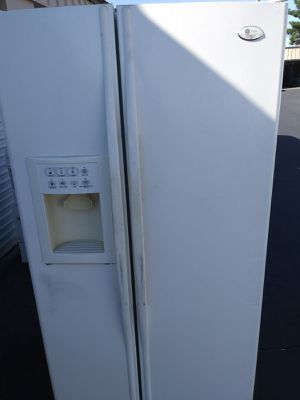 GE refrigerator with ice maker for Sale in Las Vegas, NV