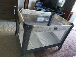 Graco Pack 'n Play Portable Playard, Crib and changing table for Sale in Miami, FL
