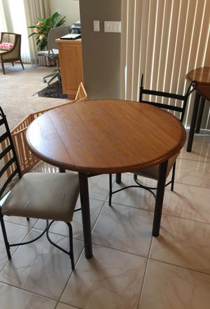 Kitchen/Dining table with two chairs. for Sale in Bloomingdale, IL