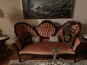 Victorian couch rose cash only for Sale in Gastonia, NC