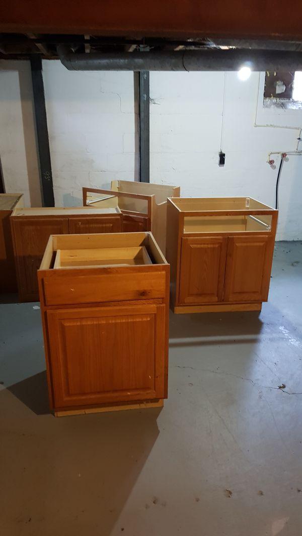 Base kitchen cabinets