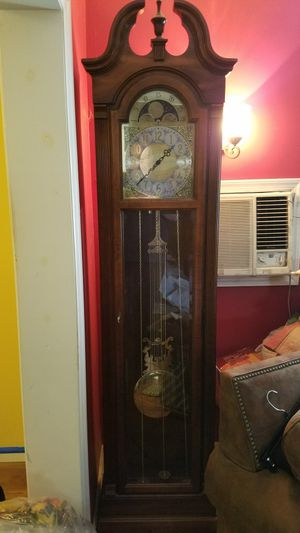 Howard Miller Grandfather Clock for Sale in Massapequa Park, NY
