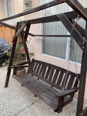 Free swing and planter. for Sale in Castro Valley, CA