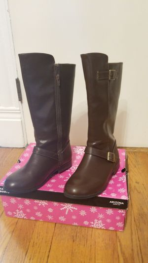 Girls size 4 boots use for an hour too small for Sale in Hartford, CT