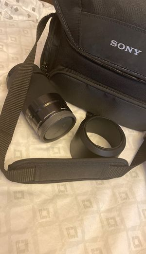 Sony - 55-210mm f/4.5-6.3 Telephoto Lens for Most Alpha E-Mount Cameras - Black with case for Sale in Oakland, CA