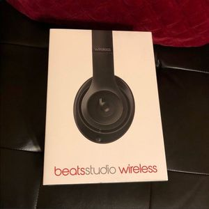 Dr Dre beats studio wireless for Sale in Chicago, IL