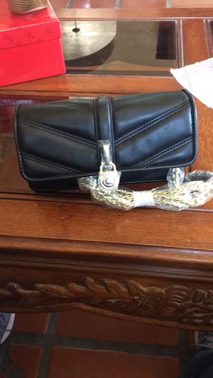 Brand new black guess chevron quilted purse for Sale in El Paso, TX