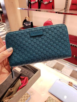 Gucci Women's Teal Microguccissima GG zip wallets for Sale in Los Angeles, CA