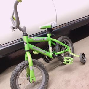 Kid Bike 12.5 inch with training wheels excellent condition for Sale in Moreno Valley, CA