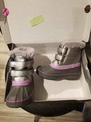 New London Fog girls snowboots size 9 and 11 for Sale in Colton, CA