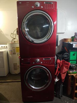 LG washer and dryer w pedastals for Sale in Arlington, TX