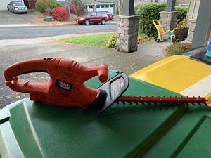 Black & Decker Corded 17 inch Hedge Trimmer, TR117 for Sale in Beaverton, OR