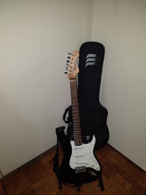 STARCASTER STRAT BY FENDER ELECTRIC GUITAR WITH PADDED GIG BAG for Sale in Queens, NY