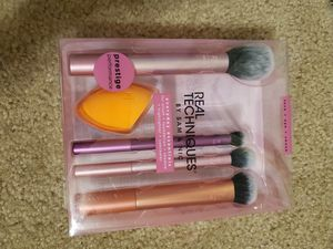 Real Techniques Makeup Brush Set for Sale in Spring, TX