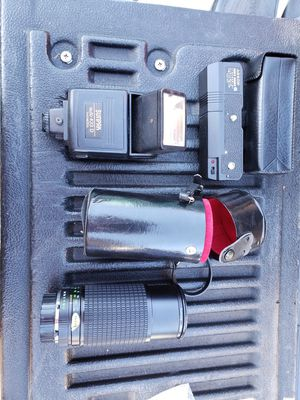 ZOOM LENS, FLASH AND AUTO WINDER for Sale in Sylmar, CA