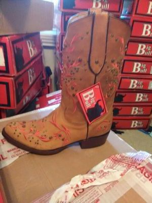 Woman's boots for Sale in Austin, TX