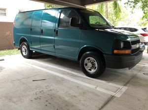 2006 chevy express clean title for Sale in Miami, FL