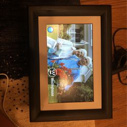 10.2in Westinghouse Digital Frame for Sale in Grapevine,  TX