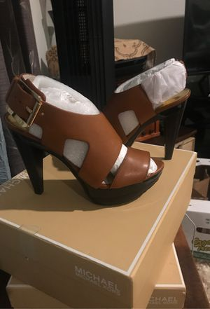 Michael Kors leather platform heels for Sale in Brawley, CA
