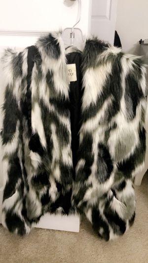 Fur vest size medium for Sale in Glenview, IL